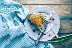 Placa con las migas después de un pastel de calabaza Imagen de archivo libre de regalías