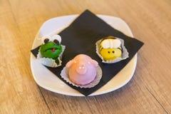 Placa con las tortas hechas en casa en la forma de animales Copie el espacio Fotografía de archivo libre de regalías