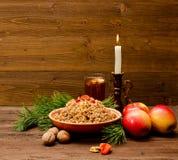 Placa con los eslavos tradicionales de la invitación de la Navidad el Nochebuena Foto de archivo libre de regalías