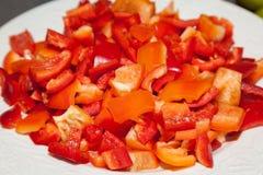 Placa con pimienta dulce roja tajada Fotografía de archivo libre de regalías