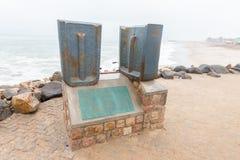 Placa conmemorativa en la entrada al embarcadero histórico en Swakopmund Imágenes de archivo libres de regalías