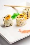 Placa cuadrada del sushi aislada en blanco Fotografía de archivo
