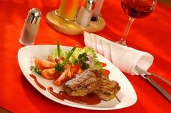 Placa da carne e de vegetais grelhados Imagens de Stock Royalty Free