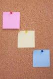 Placa da cortiça com notas Fotografia de Stock Royalty Free