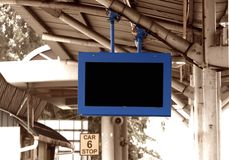 Placa da indicação digital no estação de caminhos-de-ferro Fotos de Stock Royalty Free