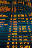 Placa da informação do voo do aeroporto Fotos de Stock