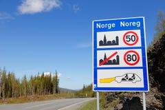 Placa da informação na chegada a Noruega imagem de stock