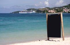 Placa da informação na praia imagens de stock royalty free