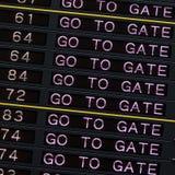 A placa da partida do aeroporto com vai bloquear o sinal imagens de stock royalty free