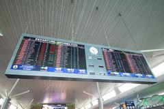 Placa da partida no aeroporto imagem de stock