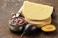 Placa da placa do queijo com doce das ameixas Fotos de Stock