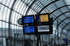 Placa da programação de Digitas na estação de comboio Foto de Stock Royalty Free