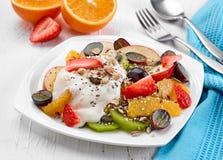 Placa da salada de fruto Imagem de Stock