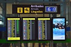 Placa das chegadas no aeroporto de Alicante fotografia de stock royalty free