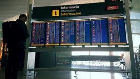 Placa das partidas do aeroporto - placa da informação do aeroporto filme