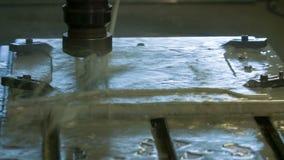 Placa de alumínio de trituração do CNC com líquido vídeos de arquivo