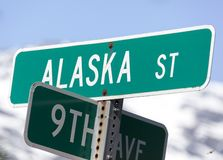 Placa de calle de Alaska de la ciudad de Skagway Foto de archivo libre de regalías
