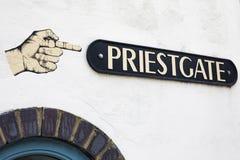 Placa de calle de Priestgate en Peterborough imagenes de archivo
