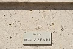 Placa de calle del degli Affari de la plaza en Milán Borsa Italiana foto de archivo