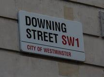 Placa de calle del Downing Street imágenes de archivo libres de regalías