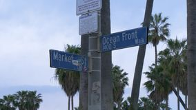 Placa de calle del frente de océano en Venice Beach Los Angeles almacen de metraje de vídeo