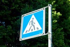 Placa de calle del paso de peatones Foto de archivo libre de regalías