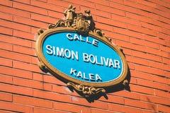 Placa de calle en España que se escribe a Simon Bolivar Street Fotos de archivo libres de regalías