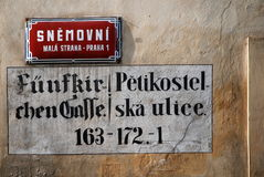 Placa de calle en Praga, República Checa Fotos de archivo