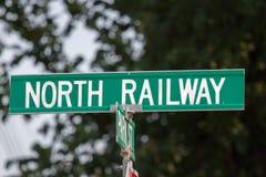 Placa de calle ferroviaria del norte verde del metal fotos de archivo libres de regalías