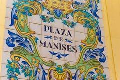 Placa de calle de las baldosas cerámicas del cuadrado de Manises en Valencia fotografía de archivo libre de regalías