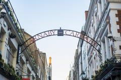 Placa de calle tradicional de la calle de Carnaby Foto de archivo libre de regalías