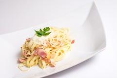 Placa de Carbonara de los espaguetis Imágenes de archivo libres de regalías