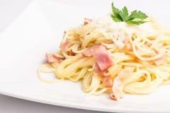 Placa de Carbonara de los espaguetis Foto de archivo