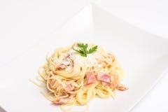 Placa de Carbonara de los espaguetis Foto de archivo libre de regalías
