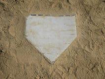 Placa de casa com fundo da areia imagem de stock