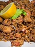 Placa de chopitos fritados, calamari fritado pequeno, prato típico da culinária espanhola, tapas espanhóis fotografia de stock royalty free