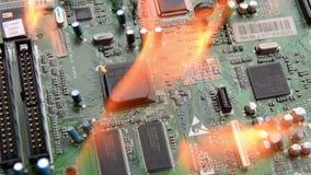Placa de circuito ardente com componentes eletrônicos filme