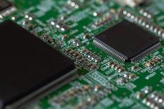 Placa de circuito com microplaquetas fotos de stock royalty free