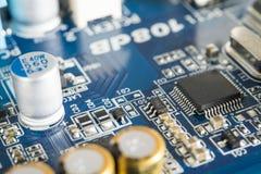 Placa de circuito con el microprocesador integrado Imagen de archivo libre de regalías