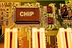 Placa de circuito da eletrônica com processador central foto de stock