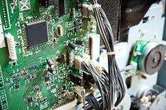 A placa de circuito da impressora do fax da copiadora é desmontada para o reparo imagem de stock royalty free