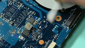 Placa de circuito del ordenador de la reparación: espacio de trabajo de limpieza almacen de video