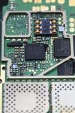 Placa de circuito do telefone celular com elementos eletrônicos Fotos de Stock