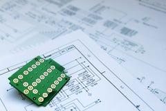 Placa de circuito e esquema de circuito Fotos de Stock