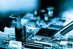 Placa de circuito eletrônico de solda Fotografia de Stock