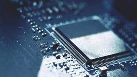 Placa de circuito impresso com componentes bondes Conceito do fundo para a engenharia elétrica e a tecnologia moderna foto de stock