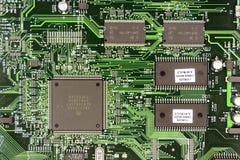 Placa de circuito impresso do verde com peças de rádio Imagens de Stock