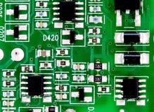 Placa de circuito impresso eletrônica com muitos componentes bondes Imagem de Stock Royalty Free