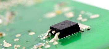 Placa de circuito impresso eletrônica com muitos componentes bondes Foto de Stock Royalty Free