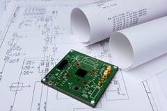 Placa de circuito impresso, esquema de circuito, software fotos de stock